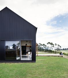 """Red Architecture Wins Top New Zealand Prize for """"Innovative Black Barn"""", Modern Barn Form / Red Architecture. Image Courtesy of ADNZ Red Architecture, New Zealand Architecture, Farmhouse Architecture, Modern Barn House, Barn House Plans, Style At Home, Building Design, Building A House, Metal Shop Building"""