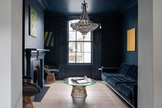 On the ground floor, a formal living area incorporating period features is an exception to the crisp white, minimal aesthetic. Victorian Terrace House, Victorian Townhouse, London Townhouse, London House, British Architecture, Victorian Architecture, Architects London, Street House, House Extensions