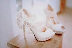 lace-wedding-shoes.jpg 500×331 pixels