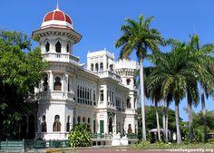 """Conocida como """"La Perla del Sur"""", la ciudad de Cienfuegos es una de las más bellas de toda Cuba. Fue declarada Patrimonio Cultural de la Humanidad por la U"""