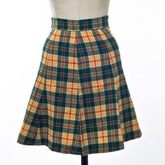 Short Skirt Plaid Green and Gold Wool A-Line Flare Schoolgirl 70s Vintage Fashion, Vintage 70s, Vintage Ladies, Green And Gold, Red Gold, Red And White, Tartan, Plaid, Short Skirts