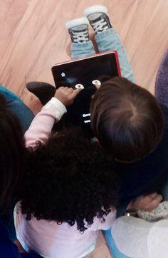 """Sesión del programa """"PUNTO DE CUENTO"""" familias con bebés de 9 meses a 3 años, leer sin saber leer en nuestro espacio Unpuntocurioso en la C/Pérez Oliva, 15. Bajo. Salamanca. Todos los lunes en tres sesiones (una a elegir)"""