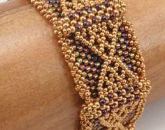 Beading Tutorial for Hexagonal Implications Bracelet jewelry Beaded Bracelet Patterns, Beading Patterns, Beaded Bracelets, Embroidery Bracelets, Shuriken, O Beads, Crystal Pendulum, Wire Crochet, Beading Needles