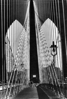 Alfred Eisenstaedt - The Brooklyn Bridge, NYC, 1983. S)