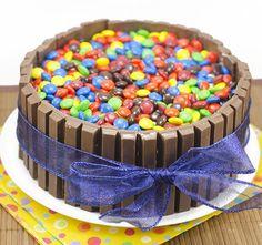 Una tarta de Kit Kat rellena de mm... juro que lo intente hacerla el casa!!...pero falle estrepitosamente