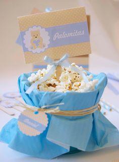 Buenos días!! Hace algunos días os enseñaba un Kit para decorar y personalizar un Baby Shower, un Bautizo o celebrar el nacimiento de una ni...