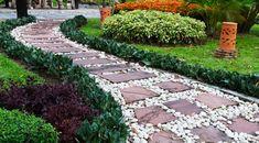 Jardín con piedras camino