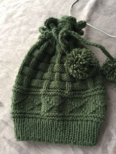 Knitted Slippers, Knitted Hats, Knitting Socks, Baby Knitting, Knit Or Crochet, Crochet Hats, Knit Beanie Hat, Beanies, Knitting Accessories