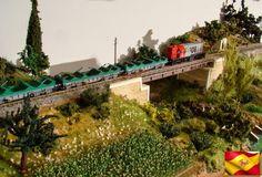 Ferrocarriles españoles. Locomotora 308 RENFE y vagones Shmms. Escala H0.