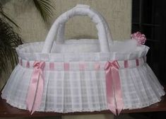 Risultati immagini per moises para bebes Baby Crib Diy, Baby Doll Bed, Baby Shawer, Baby Bassinet, Baby Dolls, Kit Bebe, Baby Sewing Projects, Baby Comforter, Pouch Tutorial