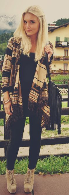 cream/ brown/ black tribal print cardigan with fringe - black tank/tee - black fringe purse - black leggings - cream suede lace up booties. Love her hair Fall Winter Outfits, Autumn Winter Fashion, Fall Fashion, Style Fashion, Sweater Weather, Tribal Print Cardigan, Aztec Sweater, Sweater Boots, Big Sweater