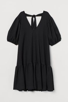 Short Sleeve Dresses, Dresses With Sleeves, Trending Now, Fashion Company, Sleeve Styles, Dresses Online, Black Women, Personal Style, V Neck