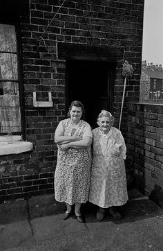 Shocking Photos Of Sheffield Slums - Flashbak Sheffield Steel, Sheffield City, Sheffield England, Leeds England, Old Pictures, Old Photos, Vintage Photos, Yorkshire Sayings, History Of Photography