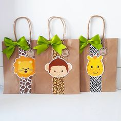 Sacolinha para lembrancinha safari... #zirtt #zirttpersonalizados #scrapfesta #scrap #papelariapersonalizada #festainfantil #safari… Boys First Birthday Party Ideas, Jungle Theme Birthday, Safari Theme Party, First Birthday Party Themes, Baby Boy Birthday, Tea Party Baby Shower, Baby Party, Deco Jungle, Creation Deco