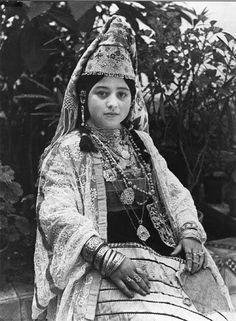 "Africa   Salé Jewish bride in her dress ""keswa el-Kbira"". Morocco. ca. 1935   © Jean Besancenot"