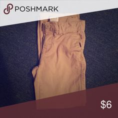 Khaki pants size 6 girls Khaki pants size 6 girl! Gently used Children's place Pants