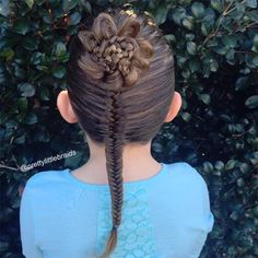 Mom Spends Only 20 Minutes Designing Daughter's Incredibly Elaborate Braids Before School - My Modern Met