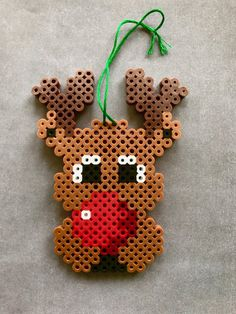 Christmas Pigs Perler Beads Hama Bügelperlen by dassommersprossenmaedchen Perler Bead Designs, Perler Bead Templates, Hama Beads Design, Diy Perler Beads, Perler Bead Art, Christmas Perler Beads, Beaded Christmas Ornaments, Christmas Crafts, Diy Ornaments