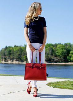 ネイビー半袖セーター×白パンツのコーデ【40代】(レディース)海外スナップ | MILANDA