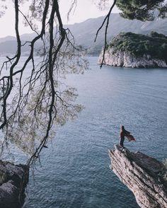 Когда что-то не получается просто улыбайся делай музыку погромче и мчи на другой конец Черногории:) п.с. Мы не попали в Боснию;) #dobrotskitrip by elivosk