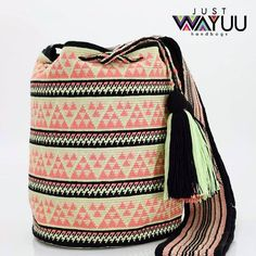 213 отметок «Нравится», 3 комментариев — Just Wayuu (@just.wayuu) в Instagram: «Same bag style we posted last week, but looks completely different because it's colors combination.…»
