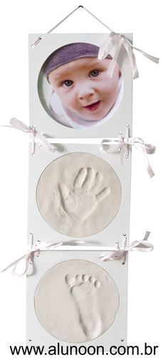 Molde de gesso caseiro do pé ou da mão de um bebê - Educação Infantil - Aluno On Baby Shawer, Baby Kind, Baby Love, Baby Crafts, Diy And Crafts, Diy For Kids, Crafts For Kids, Foto Baby, Baby Memories