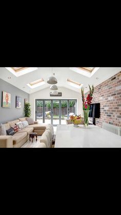 Open Plan Kitchen Living Room, Open Plan Living, Family Room Colors, Cottage Extension, Kitchen Diner Extension, Side Return, Minimalist Apartment, Extension Ideas, Conservatories