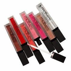 Un brillo de labios natural e intenso elegido por La La que puede aplicarse solo o sobre otro color para añadir un toque de encanto a sus labios.