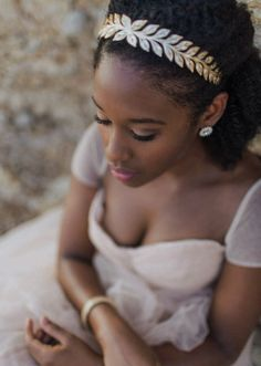 BLACKGIRLCRISIS! - jackviolet: Gold and cream circlet loveliness.