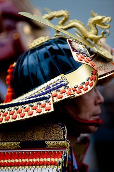 Samurai helmet-- surprisingly few dragons are depicted on oriental warwear Samurai Helmet, Samurai Armor, Arm Armor, Samurai Costume, Katana, Japanese Culture, Japanese Art, The Last Samurai, Japanese Warrior