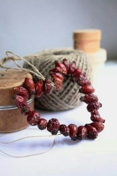 Wire, popcorn or berries jute string