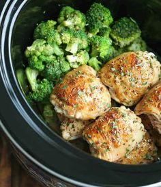 Slow Cooker Maple Dijon Chicken and Broccoli - Sweet, tangy and packed with so much flavor, made right in your crockpot! It just doesn't get any easier! Recipe from Damn Delicious Slow Cooker Huhn, Slow Cooker Chicken, Slow Cooker Recipes, Crockpot Recipes, Chicken Recipes, Cooking Recipes, Healthy Recipes, Eat Healthy, Delicious Recipes