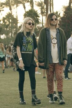 """This picture was taken at the 2014 Coachella music festival. Coachella is a music festival that embodies unique style, and """"grunge"""" inspired looks have seemed to dominate the festival grounds in the past few years. 90s Fashion Grunge, Grunge Outfits, Look Fashion, Grunge Fashion Winter, 1990s Grunge, Witch Fashion, Mode Outfits, Fashion Outfits, Womens Fashion"""