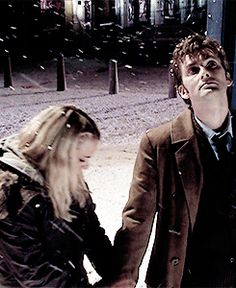 Rose and The 10th Doctor. In the snow. Time Lord Gif. Doctor Who