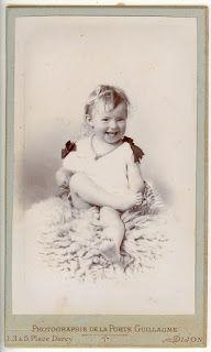 Boutique-Photos:  CDV Portrait Enfant. Bébé sur une peau de mouton ...