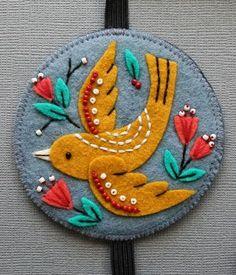 folk art european folk lore bird motif applique felt design for all sorts of art and craft mmmcrafts: felt bookmark for Robyn beautiful embroidery Embroidery Designs, Felt Embroidery, Felt Applique, Simple Embroidery, Embroidery Stitches, Machine Embroidery, Felt Diy, Felt Crafts, Diy Crafts