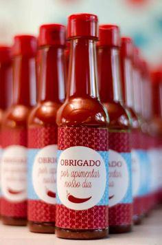 cha-bar-thaiany-bernardo-ceub (7) Lingerie Shower Invitations, Cha Bar, Mimosa Bar, Wedding Spot, Wedding Signs, Diy Wedding Favors, Le Moulin, Hot Sauce Bottles, Open House