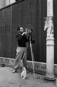 Japanese photographer Yasuhiro Ishimoto (1921~) and his furry assistant set up a shot