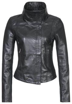 Cazadora de cuero negro para mujer http://stylabel.com/style/dark-look/319