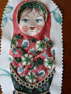 Matriochka - Poupée russe rebrodée de perles