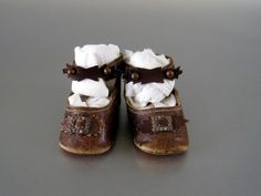 Brown Leather Doll Shoes Antique Keystone Size 4 Lovely tiny shoes.....I like them.