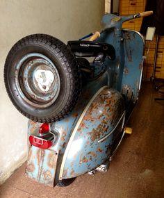fat bottom Vespa Vbb, Lambretta Scooter, Vespa Scooters, Motor Cafe Racer, Vespa Super, Classic Vespa, Italian Scooter, Retro Scooter, Super 4