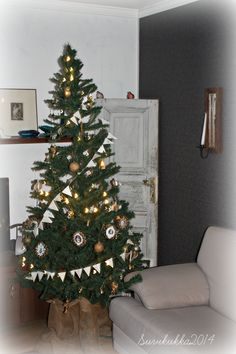 Christmas tree with DIY paper ornaments