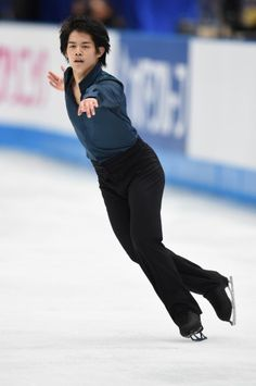 フィギュアスケートの3地域対抗戦「ジャパンオープン2014」で演技をする小塚崇彦=さいたまスーパーアリーナで2014年10月4日 (332×500) http://mainichi.jp/graph/2014/10/05/20141005k0000m050039000c/018.html