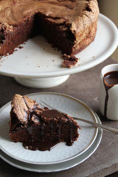 Chocolate Cake With Meringue Lids Norwegian Food, Norwegian Recipes, Chocolate Coffee, Chocolate Cakes, Good Food, Yummy Food, Nom Nom, Cake Recipes, Food Porn