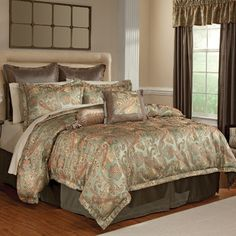 This opulent bedding has the appeal of all that is glamorous and chic.   The luxurious jacquard bedding is abundantly rich in style and color with soft tones of sage green, gold and rouge complementing the timeless paisley design.