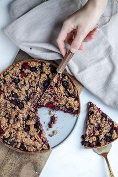 Blauwe bessen crumble taart | A Spoonful of Happiness Healthy Cake, Vegan Cake, Good Healthy Recipes, Healthy Snacks, Vegan Recipes, Vegan Treats, Vegan Foods, Vegan Baking, Healthy Baking