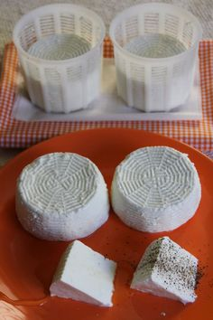 La Trappola Golosa : Primosale fatto in casa Ricotta, Kefir Yogurt, Happy Kitchen, Homemade Cheese, Wine Cheese, Holiday Drinks, Antipasto, Diy Food, Italian Recipes