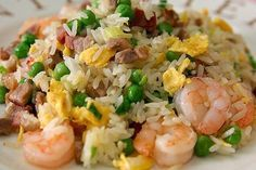 Cantonese Fried Rice )- This delicious fried rice is a nice change of pace for leftover meat and veggies. It's good made with your choice of ham, pork, or grilled chicken. Add some cooked prawns if desired. Sushi Recipes, Rice Recipes, Cooking Chef, Cooking Recipes, Keto Recipes, Arroz Frito, Shrimp Fried Rice, Recipe For 4, Foods To Eat