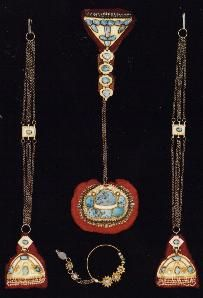 Suite of gold, turquoise and pearl ornaments from the Wadi Dawasir. The oval forehead jewel attaches to the chain of the piece that angles at the back of the head. The two long ilaqaat attach to the hair or veil on the sides. The unusually large nose ring is from Hail. Silver bedouin jewelry from Saudi Arabia
